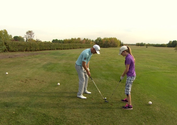 Graham DeLaet gives young Saskatoon golfers 1-on-1 lessons